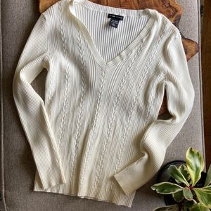 🍂🍁New York & Co cream vneck cable-knit sweater